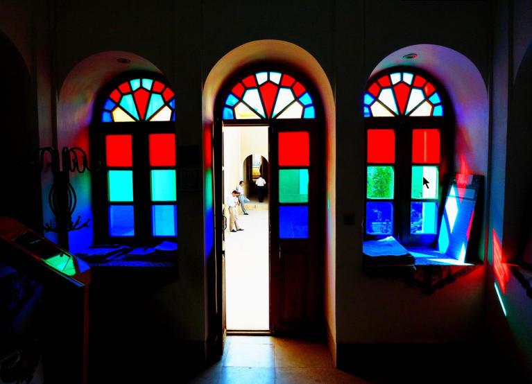 شیشه های رنگارنگ